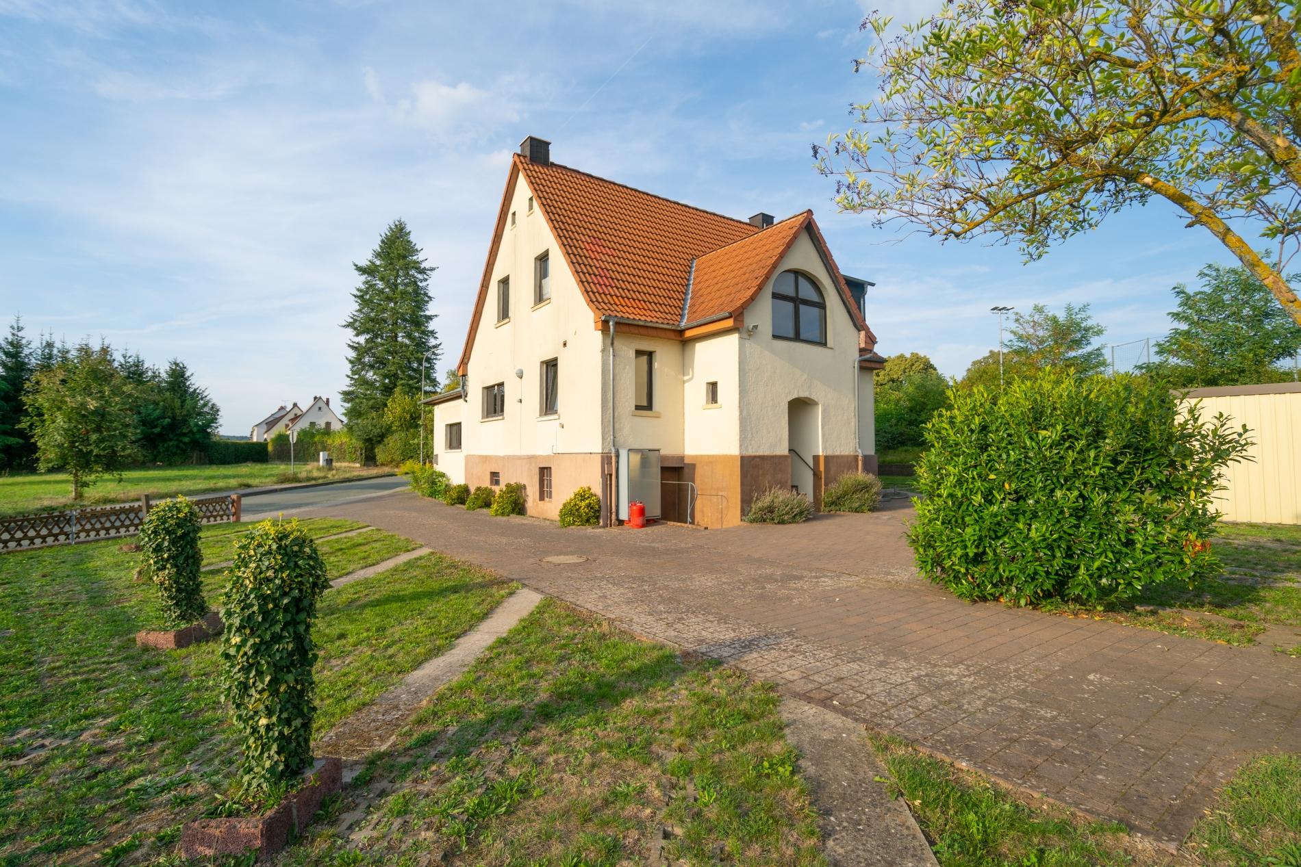 RESERVIERT ! Seltene Gelegenheit – Großzügiges Zweifamilienhaus in Burgsolms